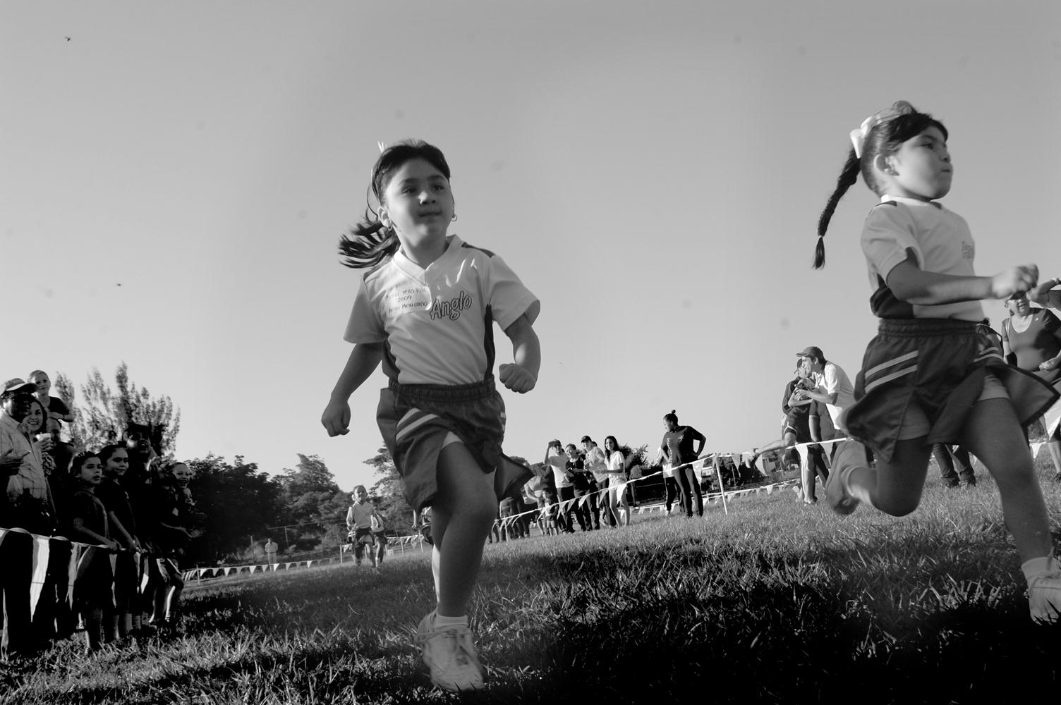 Se impone IAM en carrera atlética a campo traviesa Copa Halloween 2014
