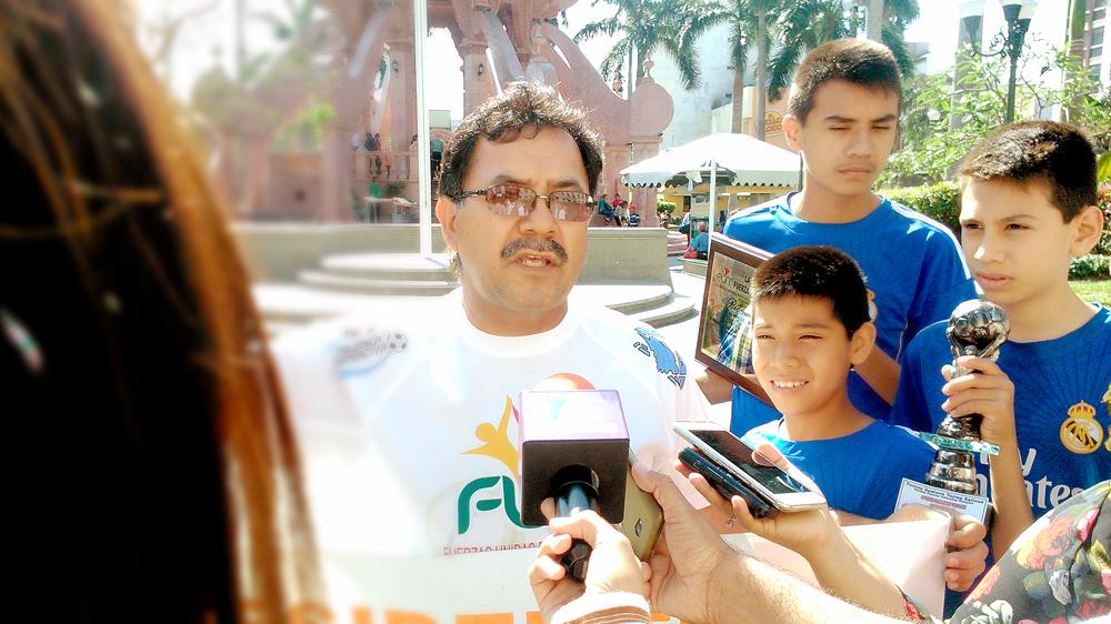 Gobierno de Tampico cobra a niños por practicar el deporte y destruye un campo