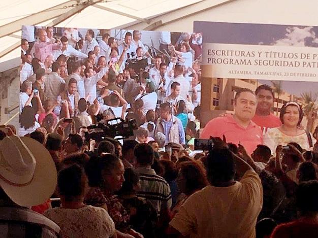 Tras el desorden; Peña Nieto entrega 3 mil títulos de propiedad