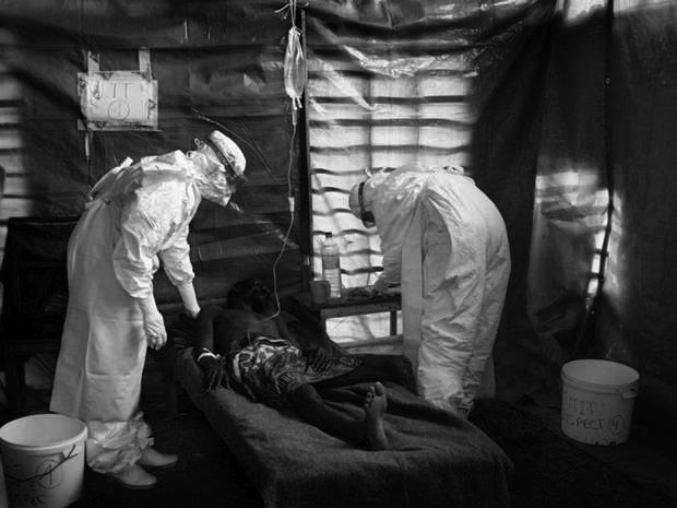 Ébola: OMS lanzará equipos baratos para hacer exámenes